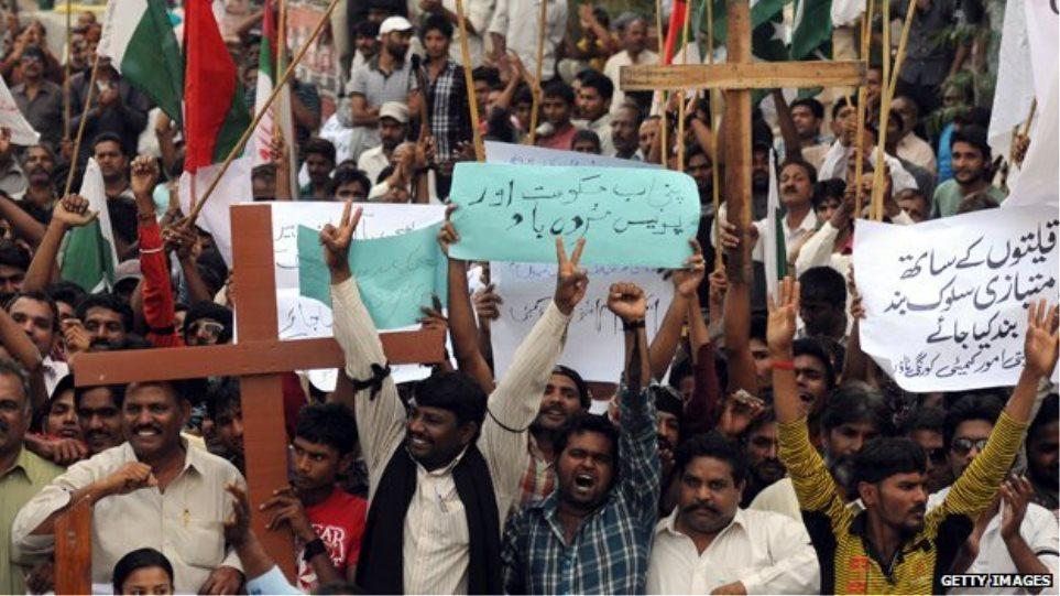 Πακιστάν: Λίντσαραν ζευγάρι Χριστιανών για «βλασφημία» προς το Κοράνι