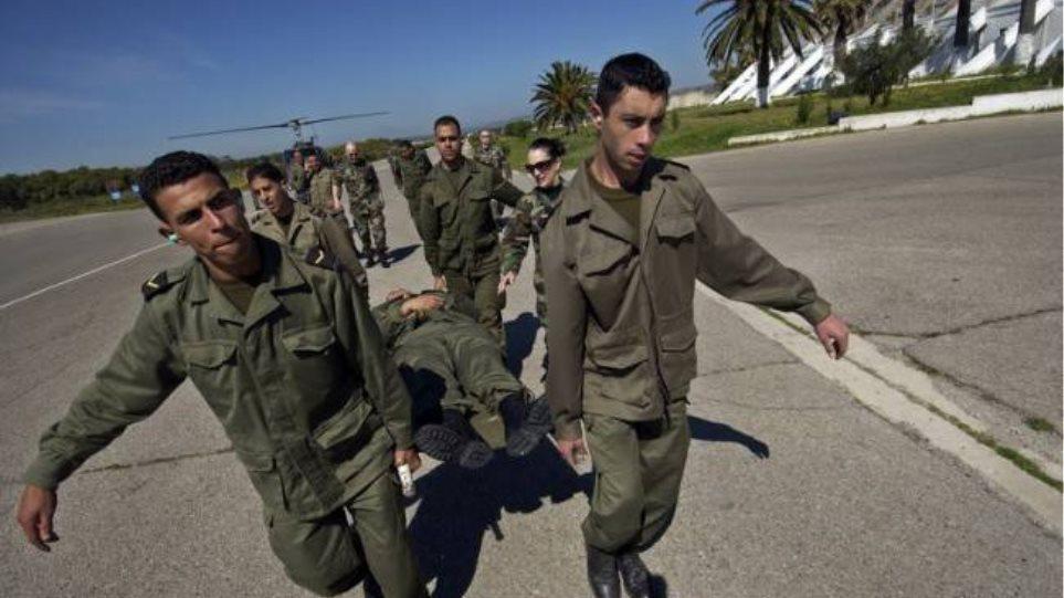 Τυνησία: Τρεις στρατιώτες νεκροί από επίθεση ενόπλων