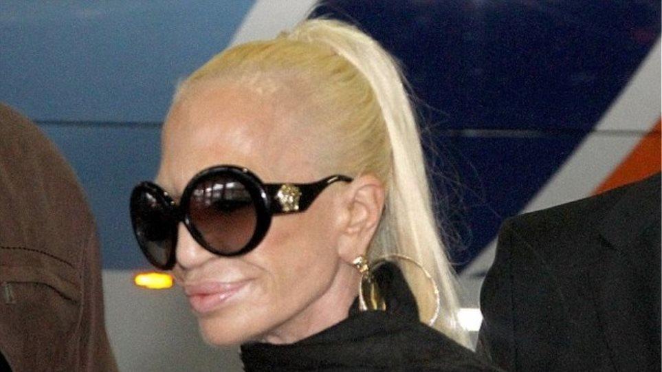 Donatella Versace: Είναι αληθινή ή... έκθεμα του Madamme Tussauds;