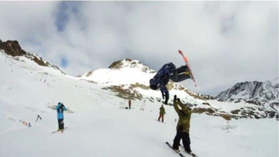 Βίντεο: Απίστευτο εναέριο ανάποδο high-five στο χιόνι