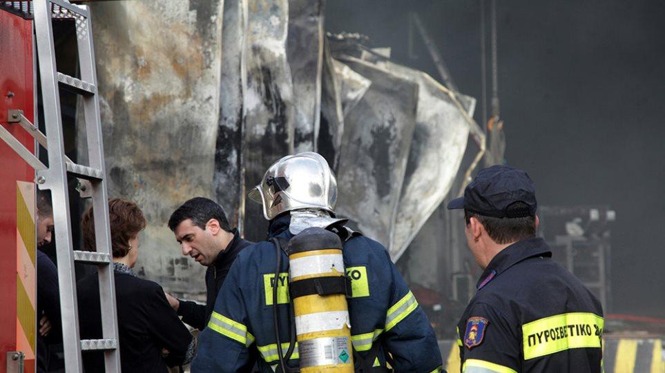 Καταστράφηκαν ολοσχερώς δύο αποθήκες από πυρκαγιά