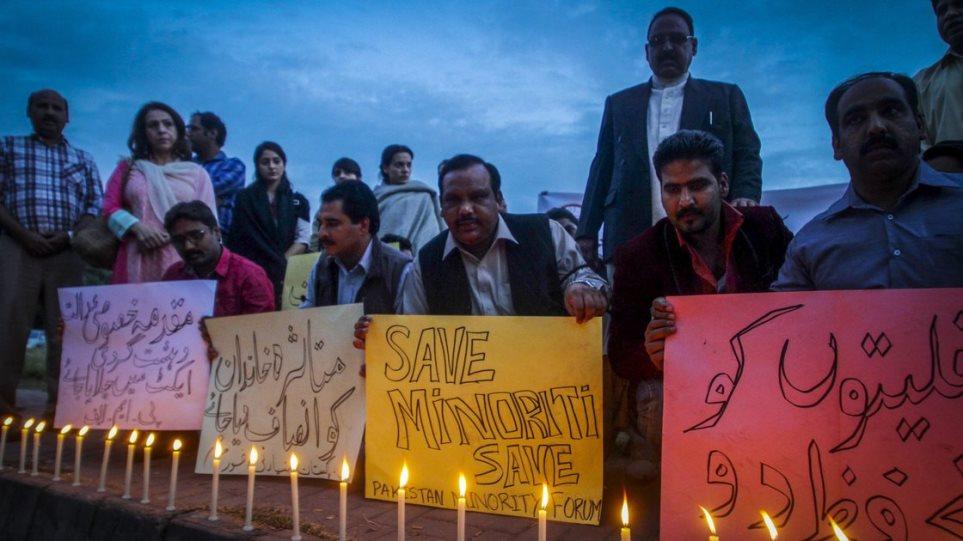 Πακιστάν: Αστυνομικός σκότωσε με τσεκούρι «βλάσφημο» κρατούμενο