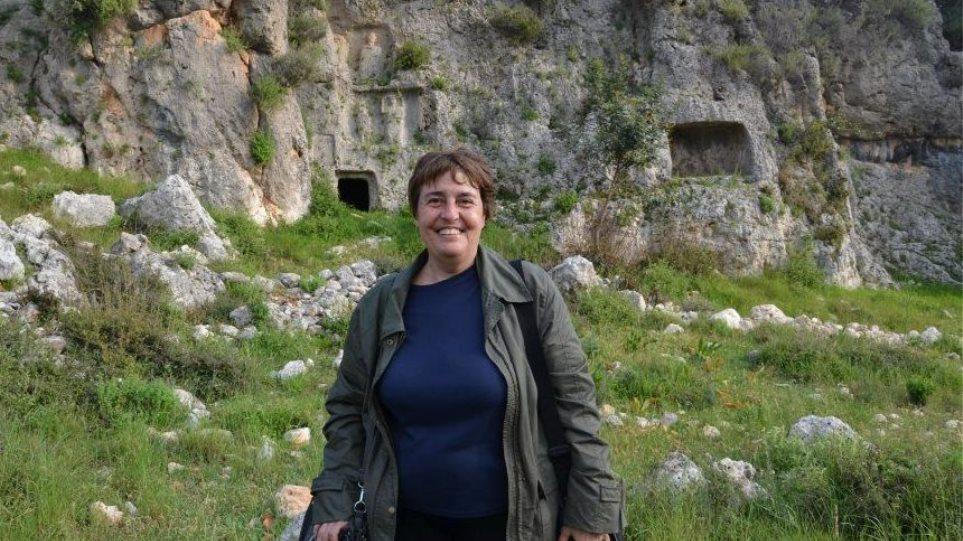 Όλγα Παλαγγιά: «Σε κοινό θνητό ανήκει ο σκελετός της Αμφίπολης»