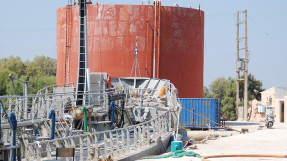 Χωρίς νερό η Κίμωλος, υδροφόρες στέλνει το Πολεμικό Ναυτικό