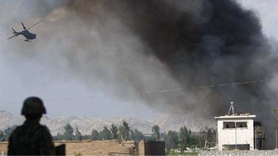 Εκρήξεις και πυρά στην Καμπούλ