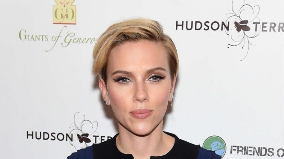 Scarlett Johansson: Μια κούκλα μαμά