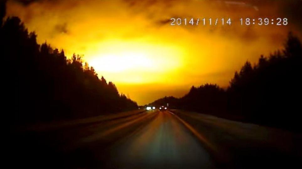 Μυστηριώδης λάμψη στον ρωσικό ουρανό - Μετεωρίτης ή κάτι άλλο; (βίντεο)