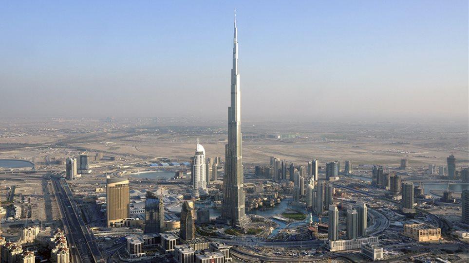 Πώς ανέβηκε η Mustang στο ψηλότερο κτίριο του κόσμου;
