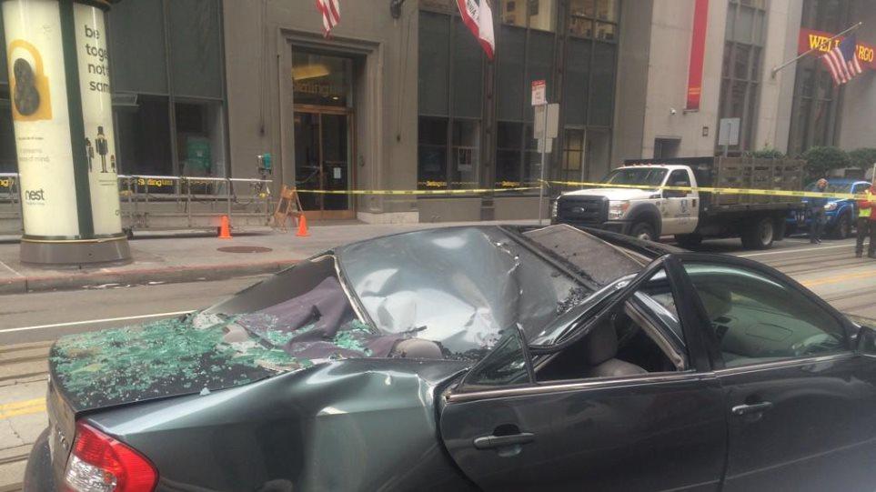 Φωτογραφία: Επεσε από τον 8ο όροφο κτιρίου σε ΙΧ εν κινήσει και επέζησε!
