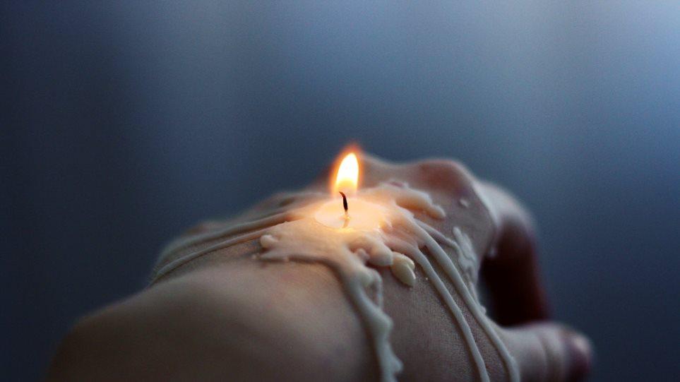 Κύπρος: Της έκοψαν το ρεύμα και κόντεψε να καεί ζωντανή από αναμμένο κερί