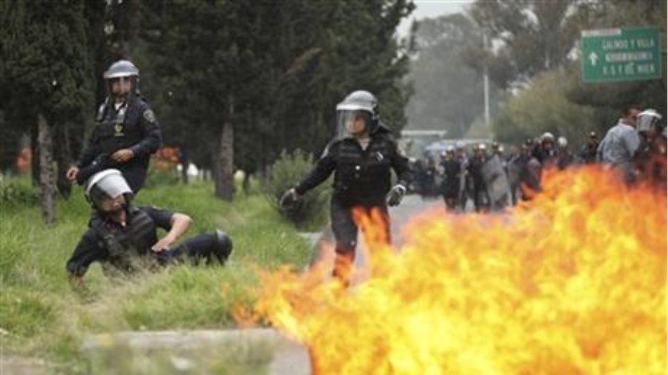 Μεξικό: Βόμβες μολότοφ και συγκρούσεις διαδηλωτών με αστυνομικούς