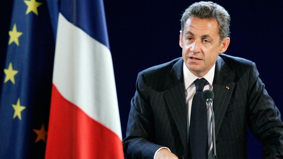 Γαλλία: «Στροφή» Σαρκοζί προς τη δεξιά