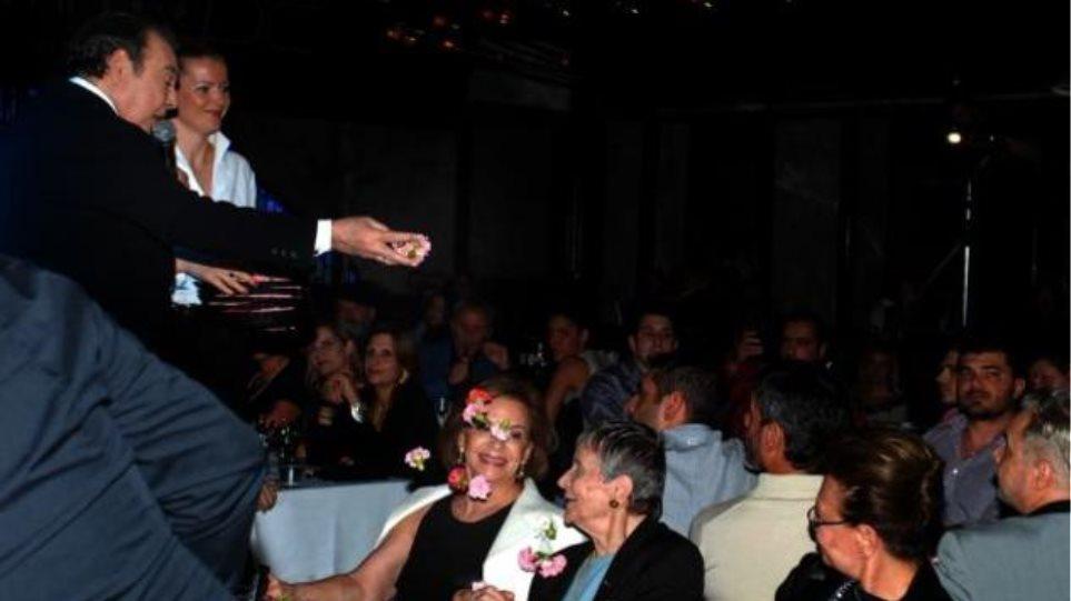 Τόλης Βοσκόπουλος: Έλουσε με γαρύφαλλα την Αρβελέρ