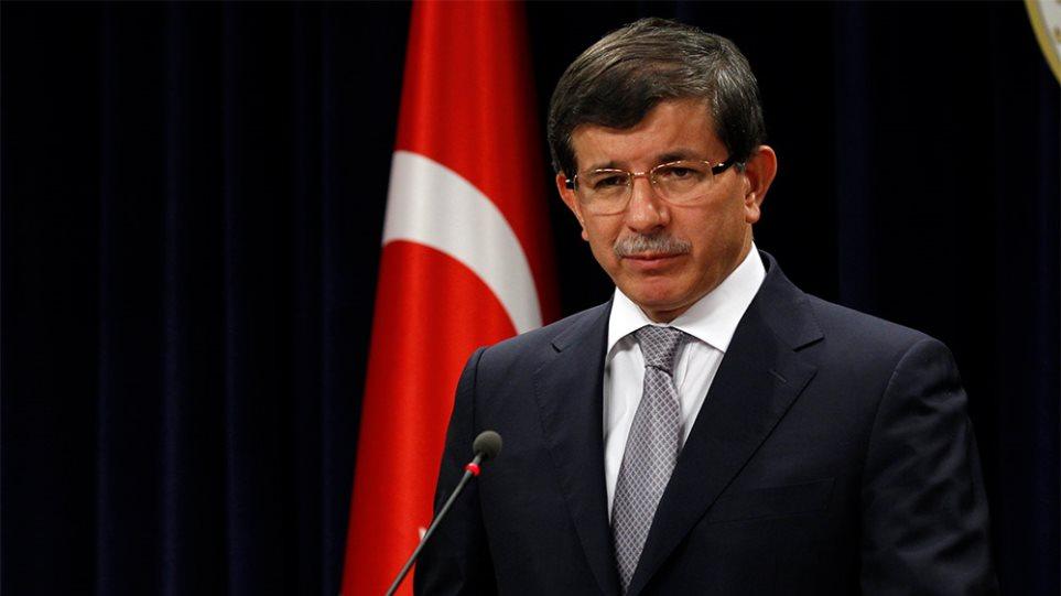 Προκαλεί ο Νταβούτογλου: Η Τουρκία δεν θα σταματήσει τις έρευνες στην κυπριακή ΑΟΖ