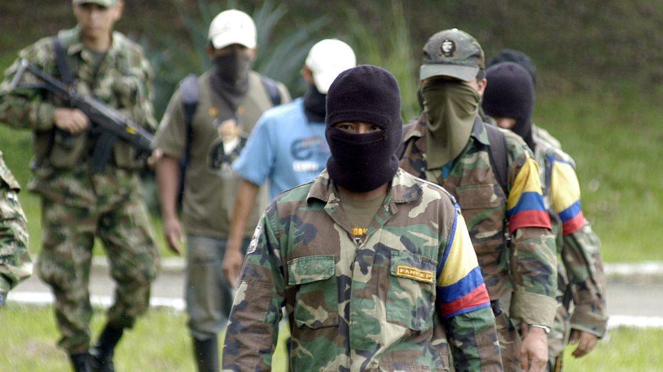 Κολομβία: Aπελευθερώνει ομήρους η FARC