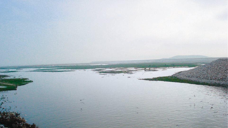 Μαγνησία: Ψάρευαν παράνομα στη λίμνη Κάρλα