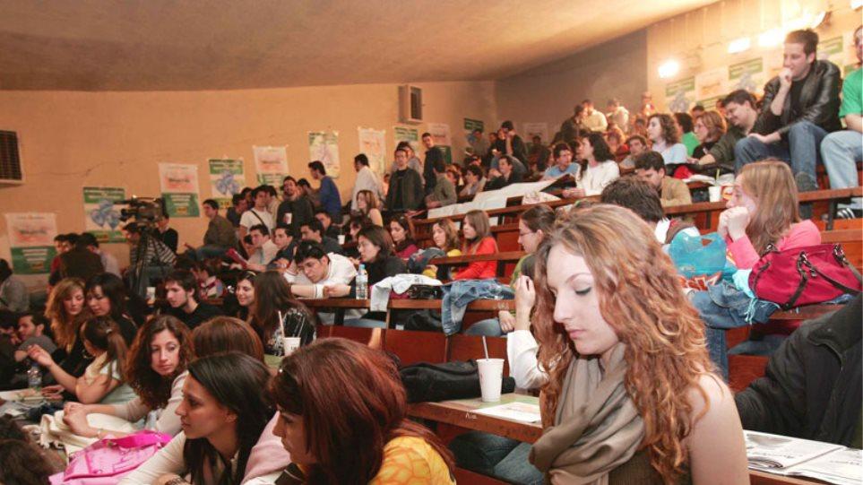 Λοβέρδος: «Πετάει» στα πανεπιστήμια το «μπαλάκι» για τον αριθμό των εισακτέων