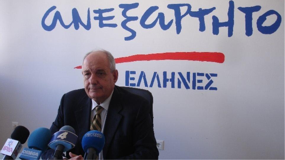 Τέρενς Κουίκ κατά... Facebook και «Δούρειων Ίππων» στους ΑΝΕΛ