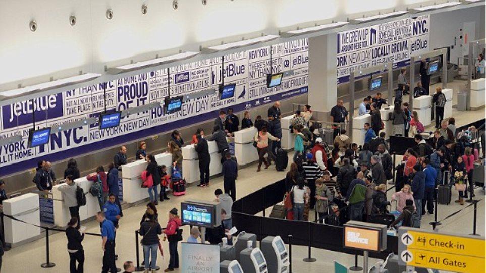 Χαμός σε αεροδρόμιο των ΗΠΑ με γυμνό αλλόφρονα άντρα