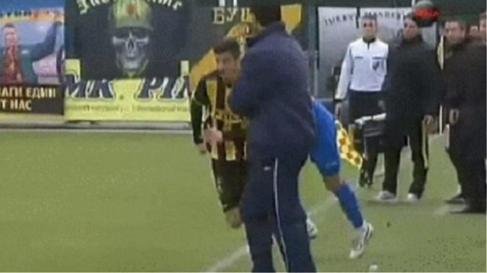 Προπονητής μάρκαρε παίκτη! (vid)