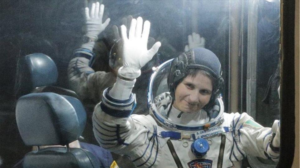 Ρωσία: Για πρώτη φορά στην ιστορία Ιταλίδα αστροναύτης φτάνει στο διάστημα