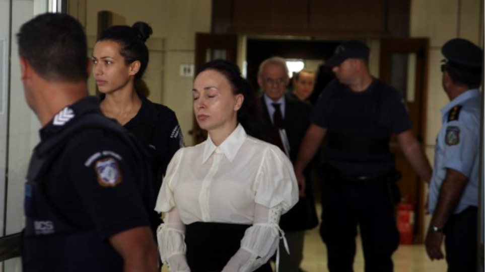 Εισαγγελέας: Να αποφυλακιστεί η κόρη του Άκη, στη φυλακή η Βίκυ Σταμάτη