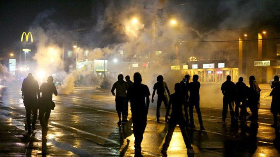 Αστυνομικός πυροβολήθηκε και τραυματίσθηκε σε προάστειο του Σεντ Λούις
