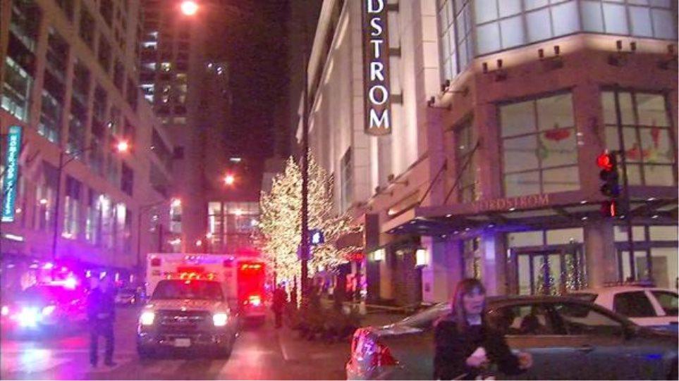 Αιματηροί πυροβολισμοί σε πολυκατάστημα στο Σικάγο