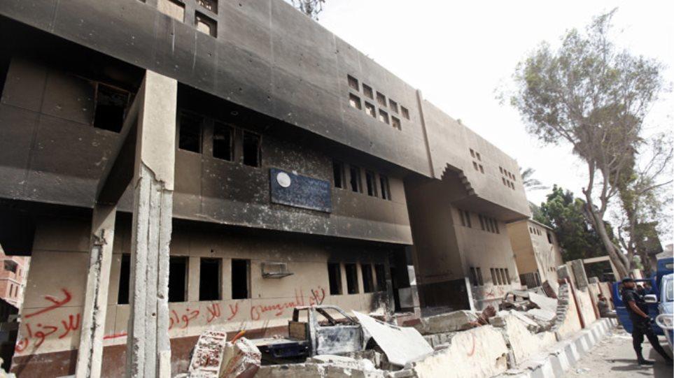 Αίγυπτος: Εις θάνατον 185 άνθρωποι για επίθεση σε αστυνομικό τμήμα