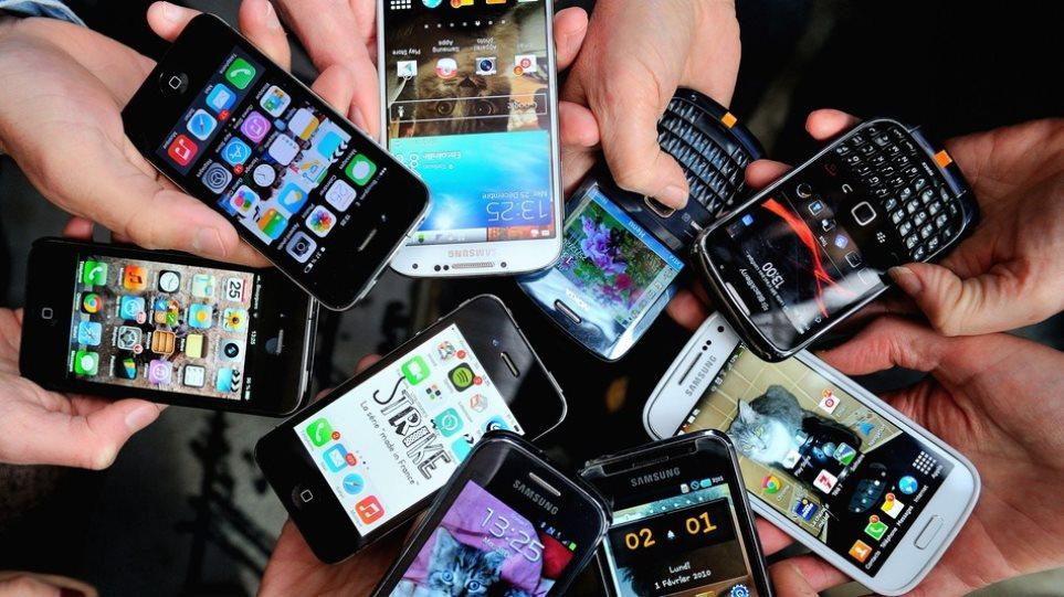 Όλοι οι Έλληνες θέλουν ένα smartphone ως δώρο για τα Χριστούγεννα