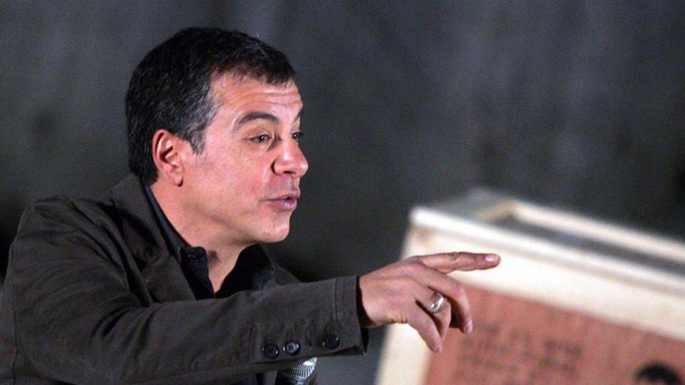 Θεοδωράκης: Διγλωσσία ΣΥΡΙΖΑ για να καλύψει το «Βατερλό του Τάμεση»
