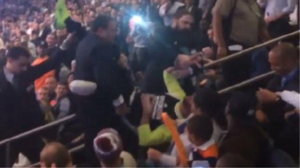 ΝΒΑ: Έβγαλαν... σηκωτό από το γήπεδο άτομο με αναπηρία!