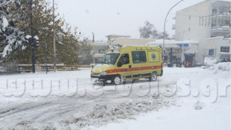 Πρωτοφανής κακοκαιρία στο Βόλο: Μέχρι τη θάλασσα στο ένα μέτρο το χιόνι