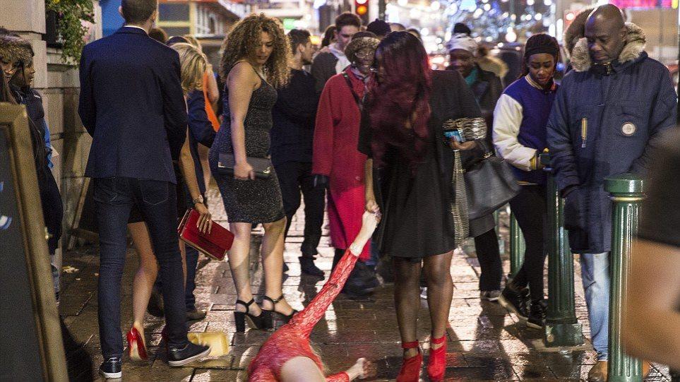 Τήρησαν την παράδοση οι Βρετανοί: Μεθυσμένοι στους δρόμους την Πρωτοχρονιά