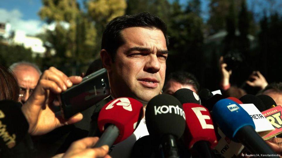 FAZ: Οι Έλληνες ψηφοφόροι μπορεί να υποβαθμίσουν τον Τσίπρα στην κατηγορία των... σκουπιδιών
