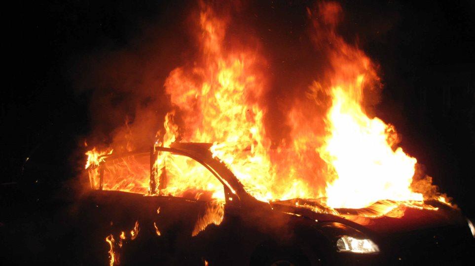 Θεσσαλονίκη: Φωτιά σε αυτοκίνητο στο κέντρο της πόλης