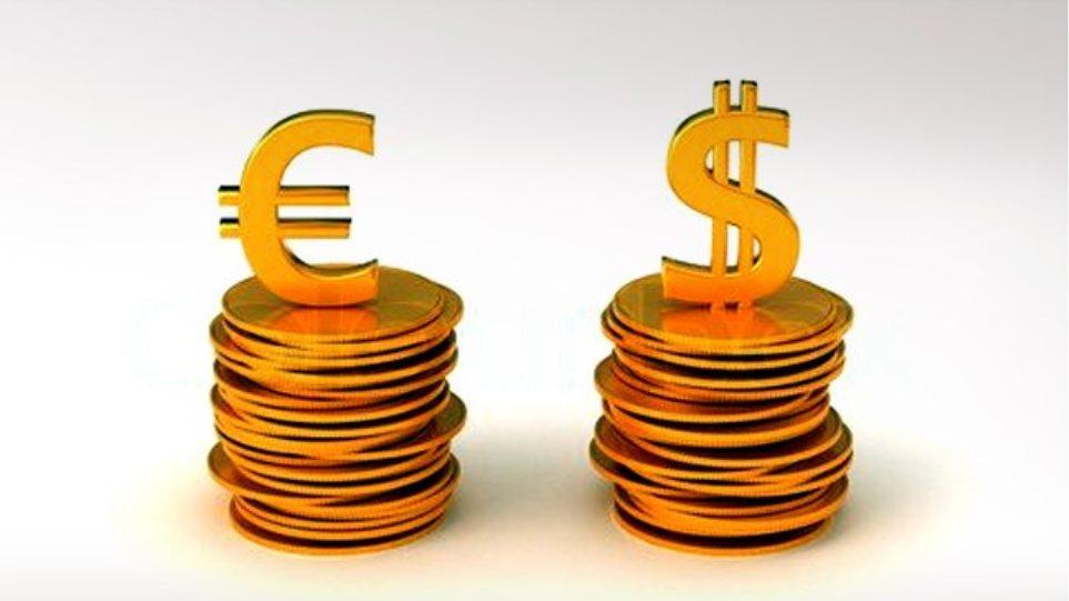 Νέα βουτιά για το ευρώ σε χαμηλό 29 μηνών