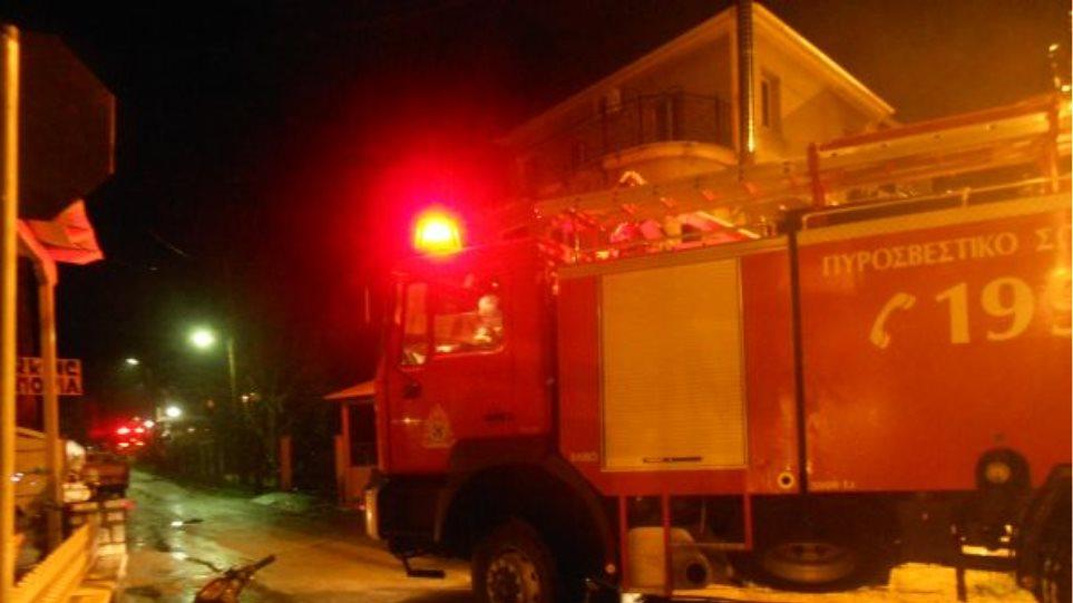 Πειραιάς: Στο νοσοκομείο ηλικιωμένη μετά από φωτιά στην κρεβατοκάμαρά της