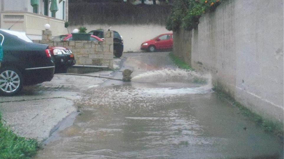 Χανιά: Πλημμυρισμένα σπίτια και δρόμοι από την κακοκαιρία
