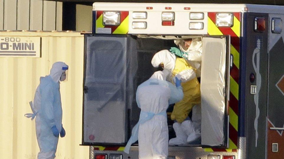 Σε κρίσιμη κατάσταση η Βρετανίδα που πάσχει από Εμπολα