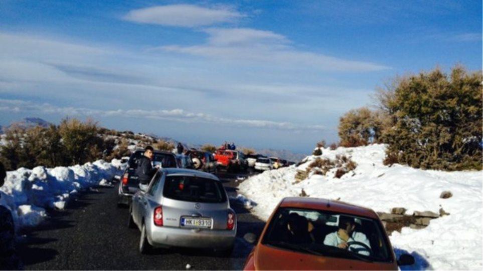 Κρήτη: Μποτιλιάρισμα στο δρόμο... για τα χιόνια!