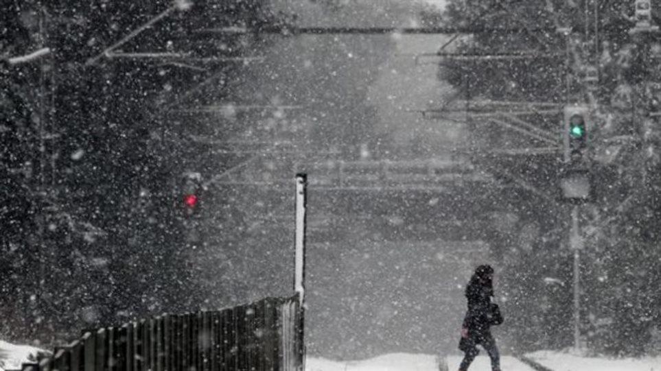 Βροχές και καταιγίδες σήμερα - Νέος χιονιάς τη Δευτέρα