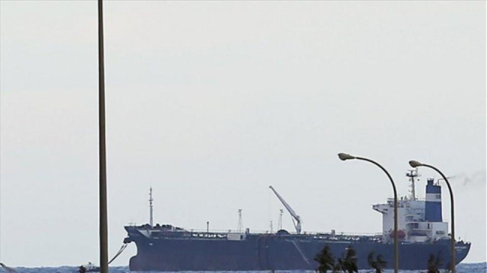 Λιβύη: Ο στρατός επιβεβαίωσε τον βομβαριδμό του δεξαμενόπλοιου στη Ντέρνα