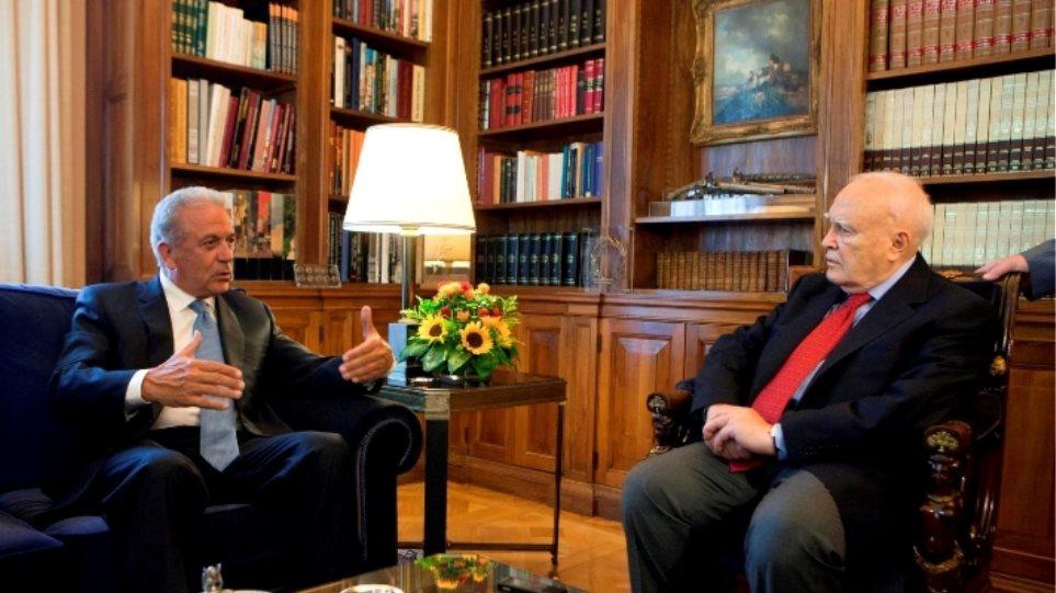 Αβραμόπουλος σε Παπούλια: H κρισιμότερη πενταετία μετά τη σύσταση της  ΕΕ
