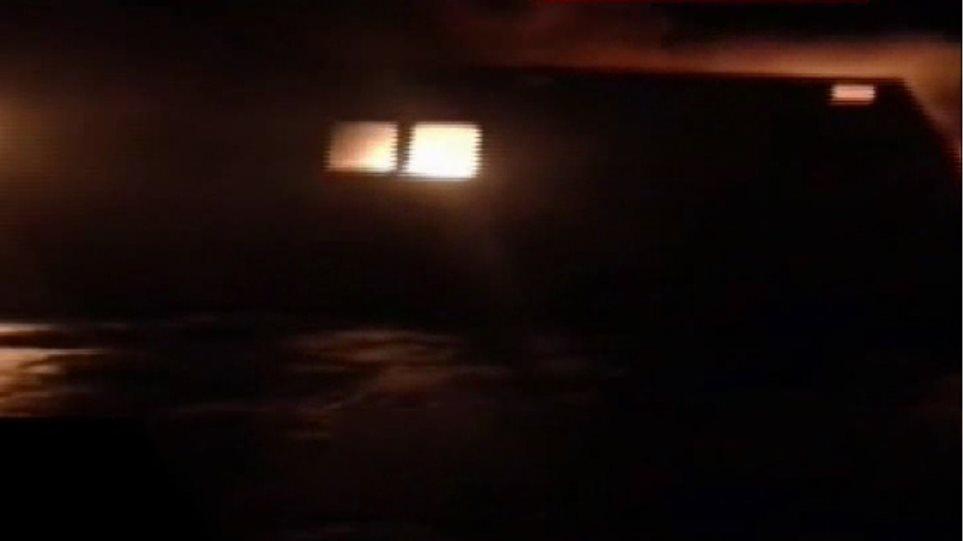 Μαρτυρία-σοκ διασωθέντα: Λαθρομετανάστες είχαν ανάψει φωτιά στο γκαράζ για να ζεσταθούν