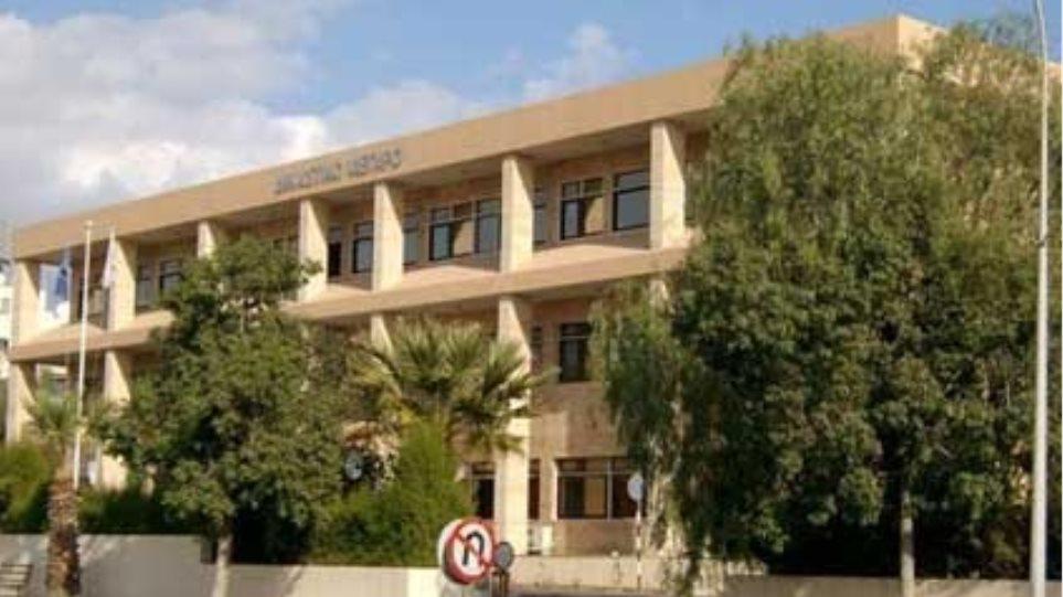 Κύπρος: Βαριές καμπάνες για οικονομικό σκάνδαλο με κομματικές προεκτάσεις
