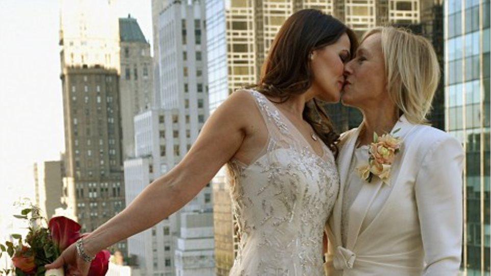 Δείτε φωτογραφίες από τον παραμυθένιο γάμο της Μαρτίνα Ναβρατίλοβα με... τη γυναίκα της!