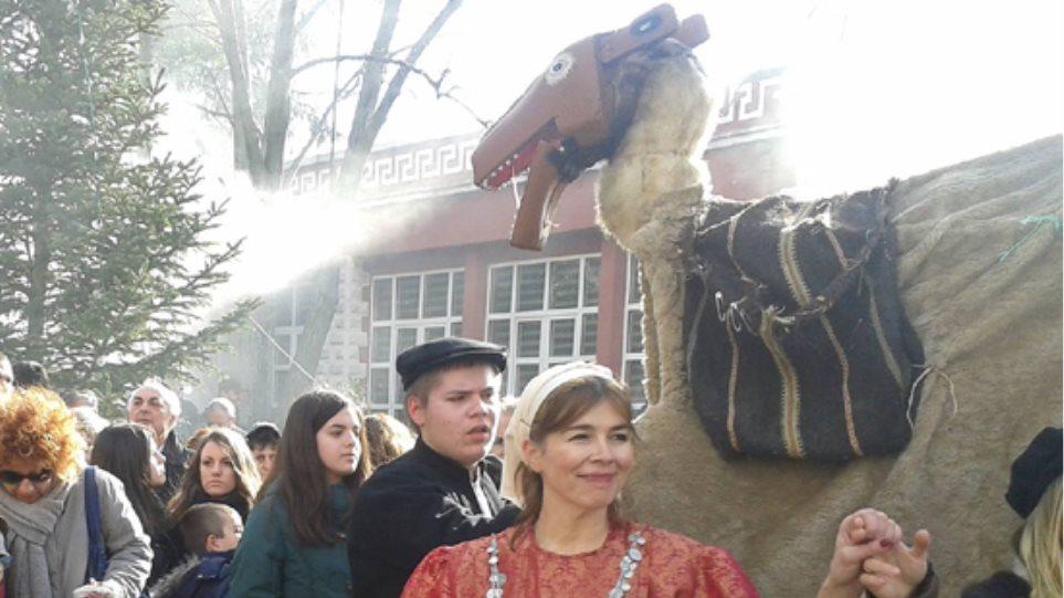 Αναβίωσε το έθιμο της Καμήλας στη Γαλάτιστα Χαλκιδικής