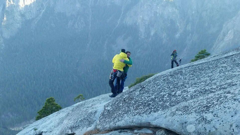 ΗΠΑ: Δύο ορειβάτες έκαναν αναρρίχηση μόνο με γυμνά χεριά