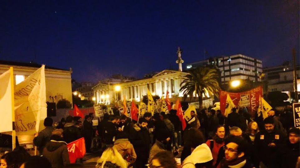 Αντιρατσιστική πορεία στο κέντρο για το κλείσιμο της Αμυγδαλέζας